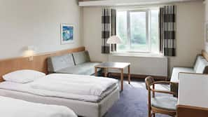 Hypo-allergenic bedding, desk, cots/infant beds, free WiFi