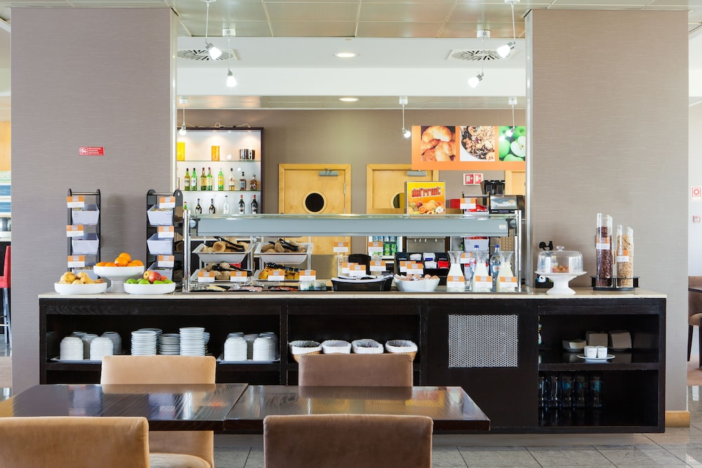 Breakfast buffet, Holiday Inn Express Lisbon - Oeiras, an IHG Hotel