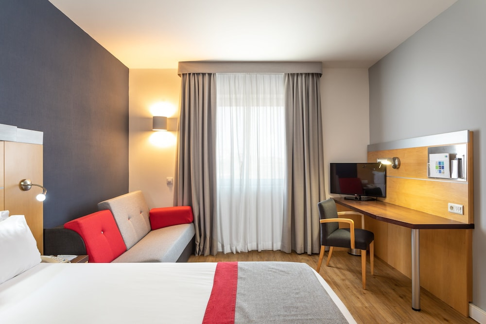 Room, Holiday Inn Express Lisbon - Oeiras, an IHG Hotel