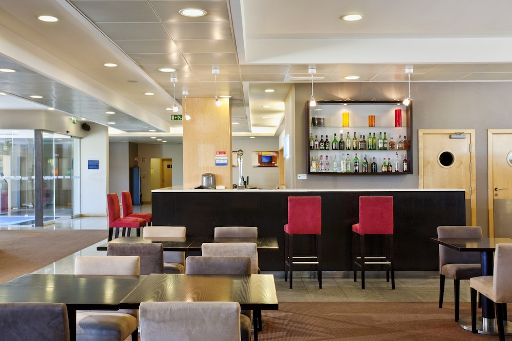 Bar, Holiday Inn Express Lisbon - Oeiras, an IHG Hotel
