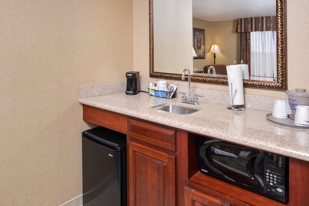 Private Kitchenette, Hampton Inn & Suites Boise-Meridian