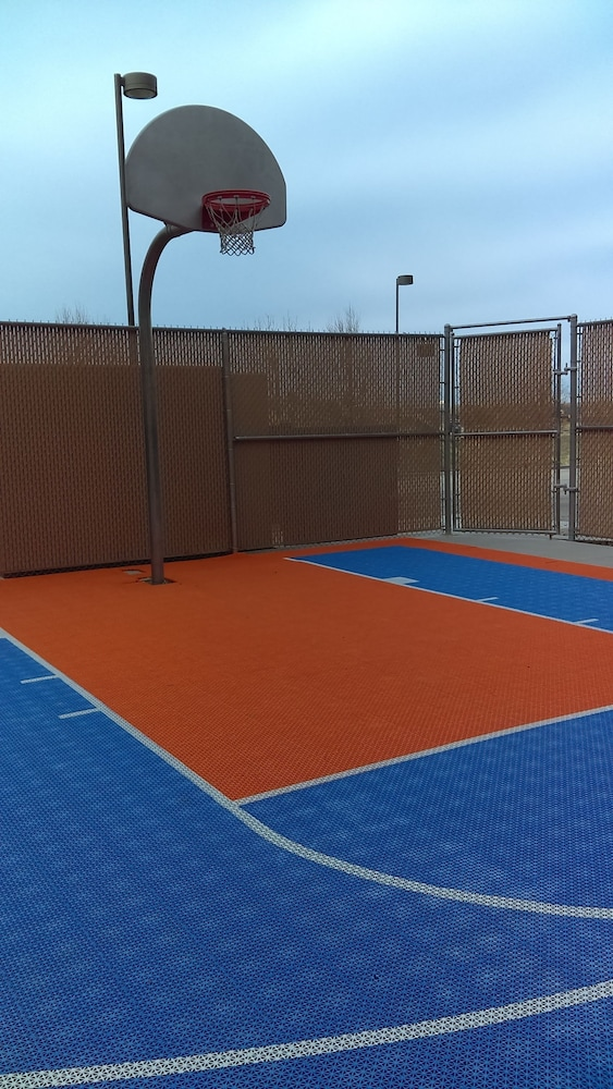 Basketball Court, Hampton Inn & Suites Boise-Meridian