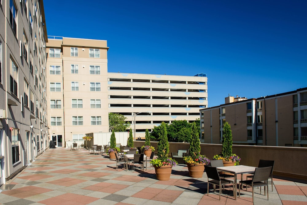 Outdoor Dining, Residence Inn by Marriott Rochester Mayo Clinic Area