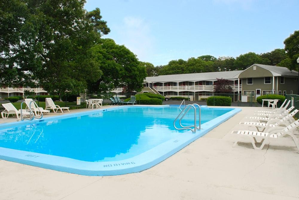 Ocean park inn in eastham hotel rates reviews in orbitz for Cape cod suites