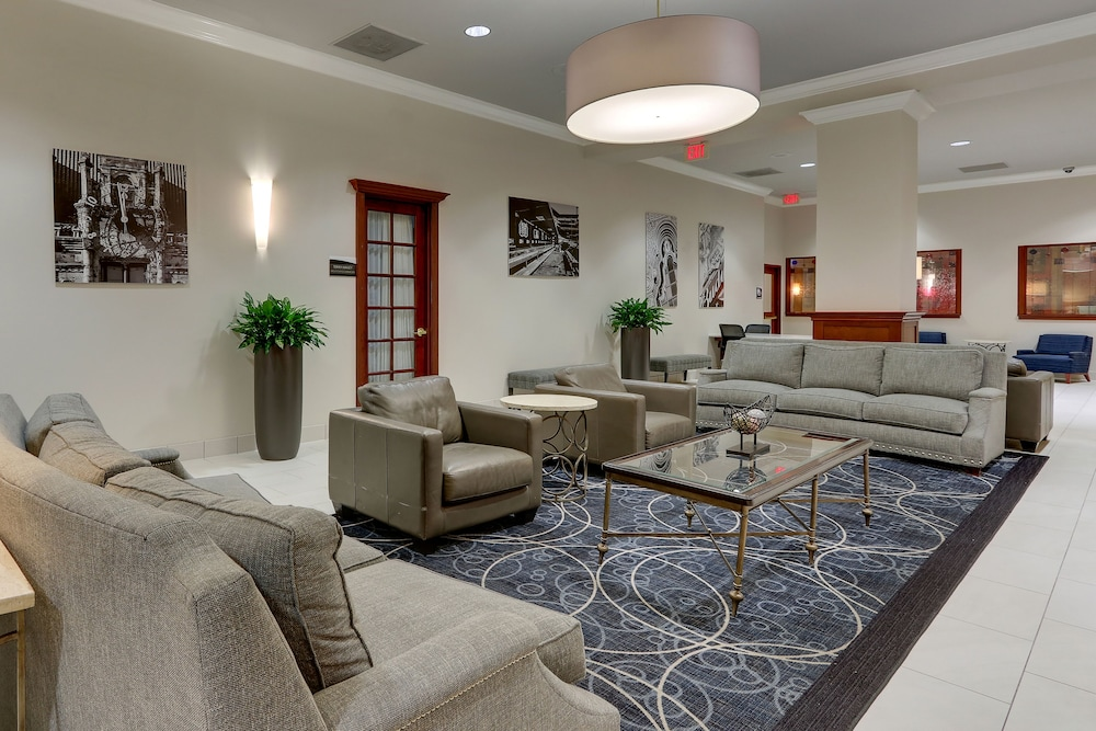 Lobby Sitting Area, DoubleTree by Hilton St. Louis Forest Park