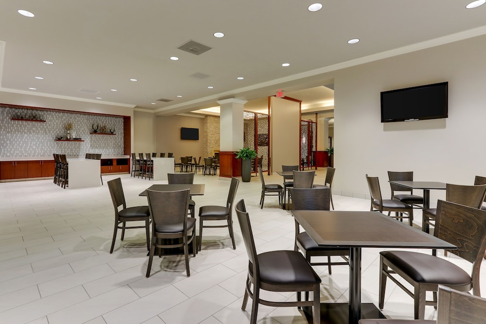 Breakfast Area, DoubleTree by Hilton St. Louis Forest Park