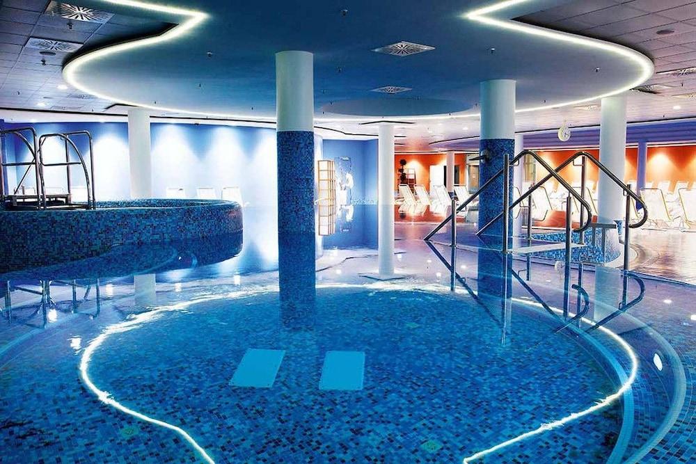 Centrovital in berlin hotel rates reviews in orbitz - Indoor swimming pool berlin ...