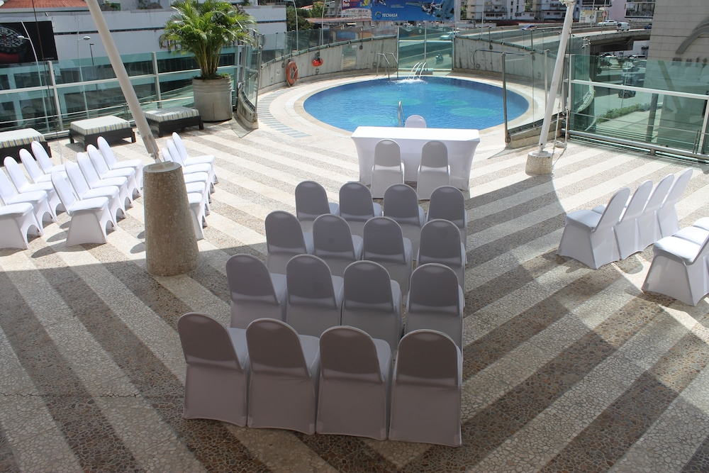 Outdoor Wedding Area, Decapolis Hotel Panama City