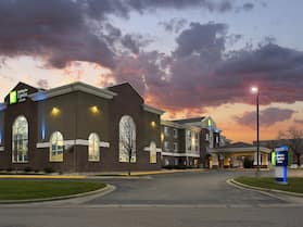 Holiday Inn Express & Suites Brookings, an IHG Hotel