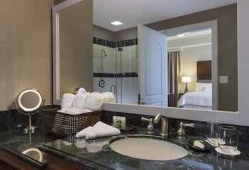 Westin, Suite, 1 King Bed with Sofa bed, Corner - Bathroom