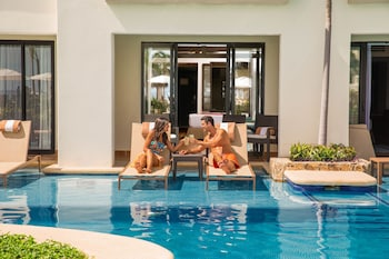 Swim Up Master King Adults Only - Outdoor Pool