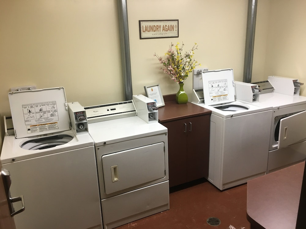 Laundry Room, Super 8 by Wyndham Amherst NS