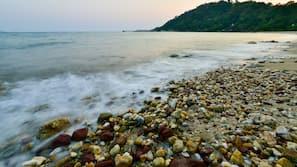 หาดส่วนตัว, บาร์ริมหาด, เรือคายัค, การตกปลา