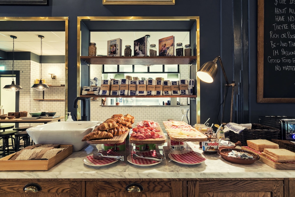 Breakfast buffet, Hotel Borg by Keahotels
