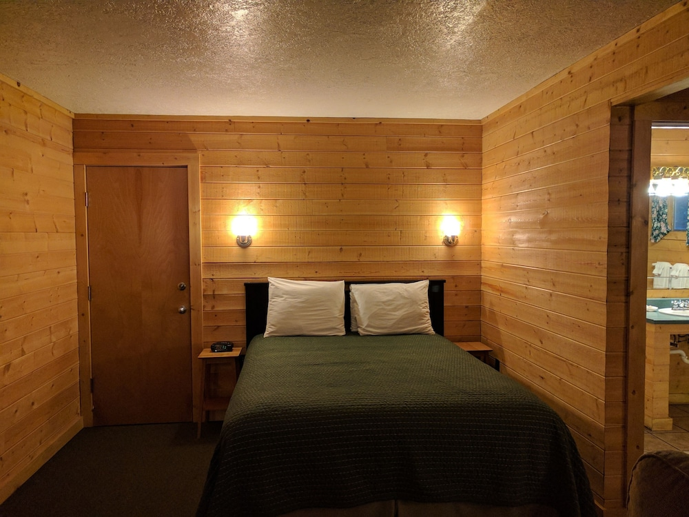 Room, Emerald Forest Cabins