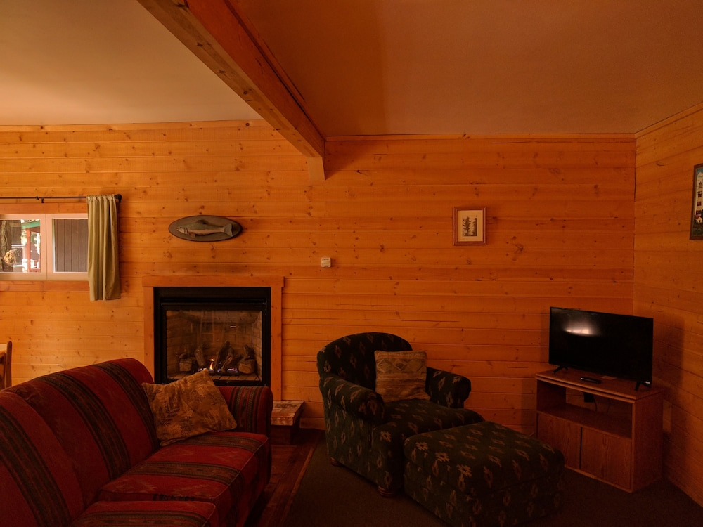 Living Area, Emerald Forest Cabins