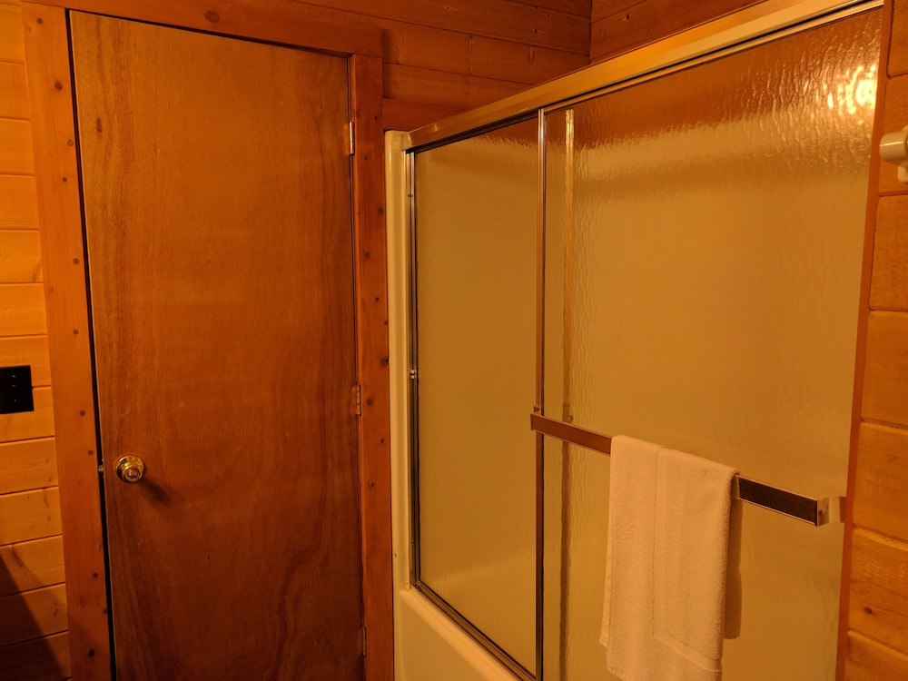 Bathroom Shower, Emerald Forest Cabins
