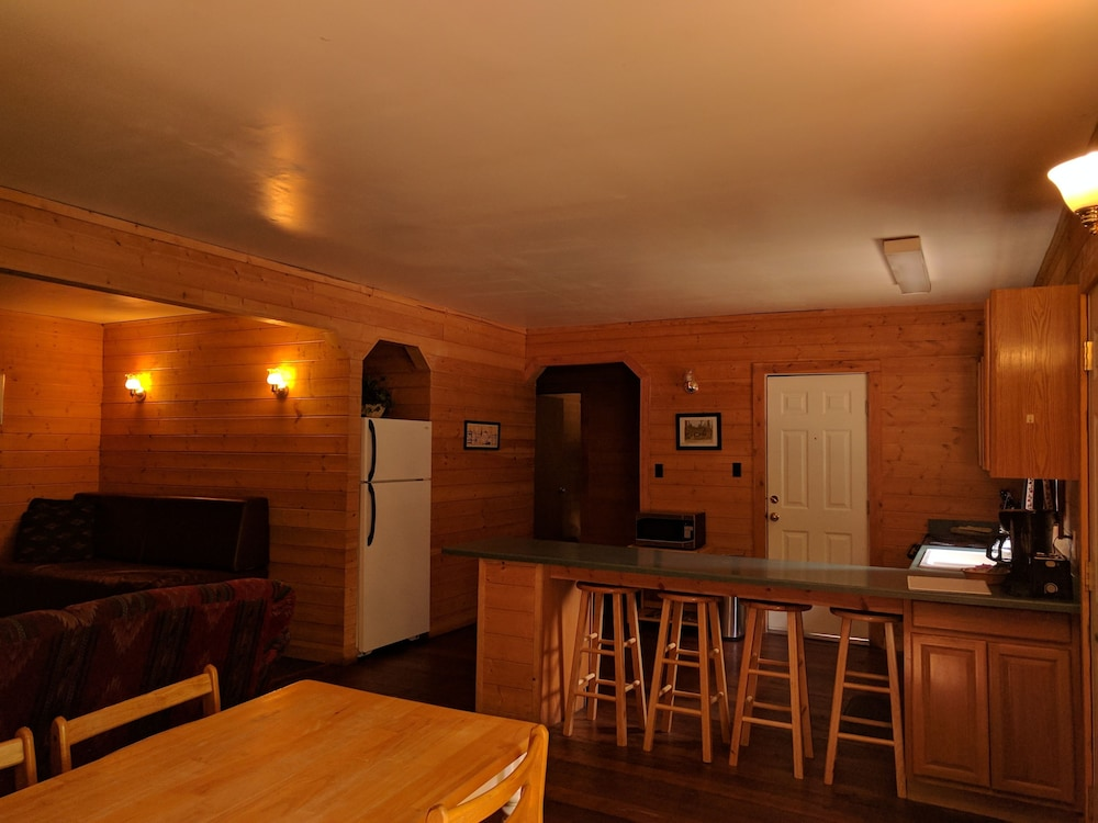 In-Room Dining, Emerald Forest Cabins