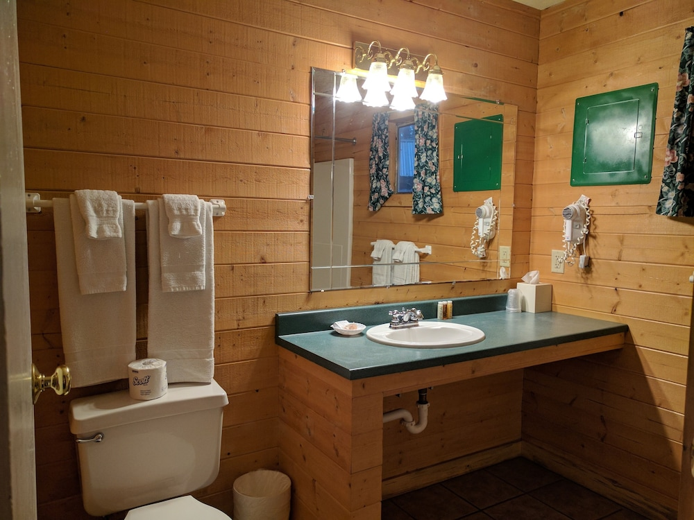 Bathroom, Emerald Forest Cabins