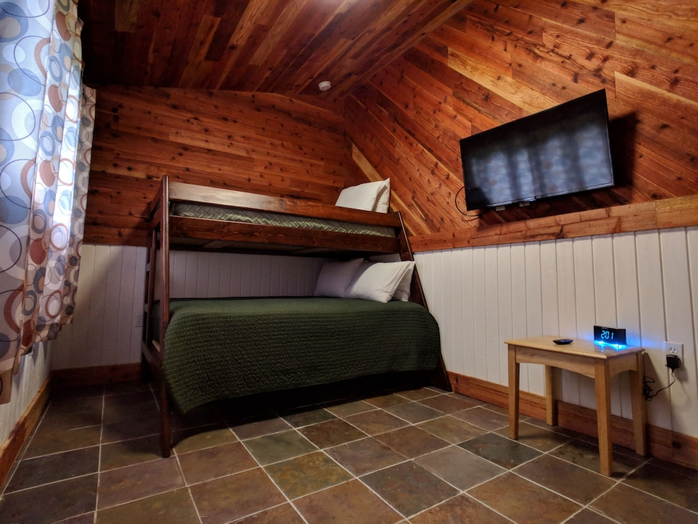 Children's Theme Room, Emerald Forest Cabins