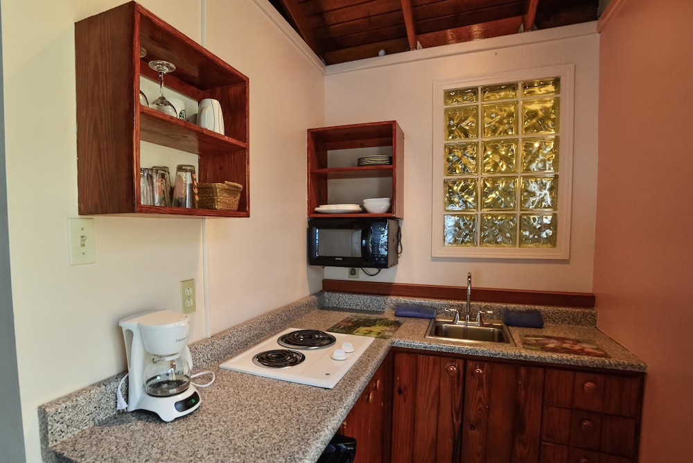 Private Kitchen, Lemontree Oceanfront Cottages