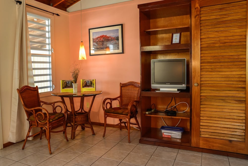 In-Room Dining, Lemontree Oceanfront Cottages