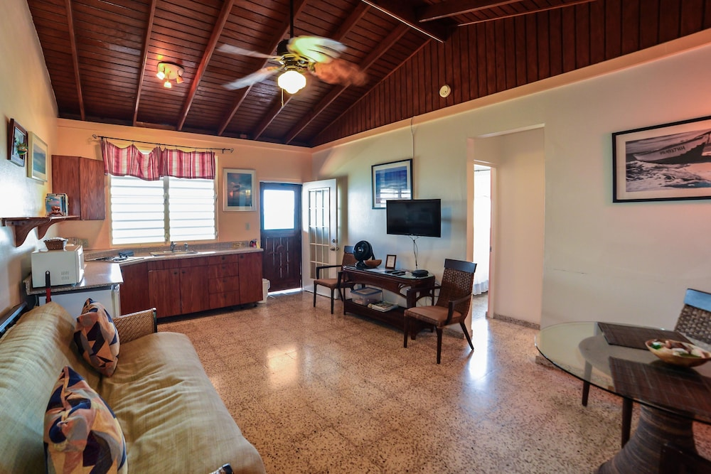 Living Area, Lemontree Oceanfront Cottages
