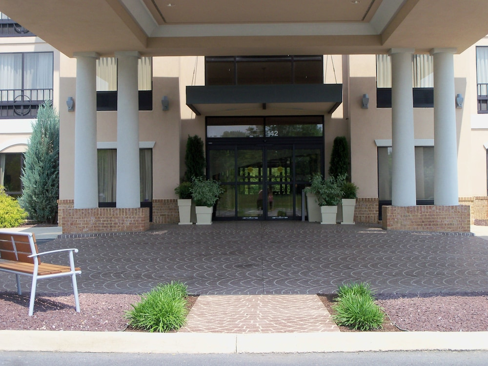 Exterior, Holiday Inn Express Hotel & Suites Winchester
