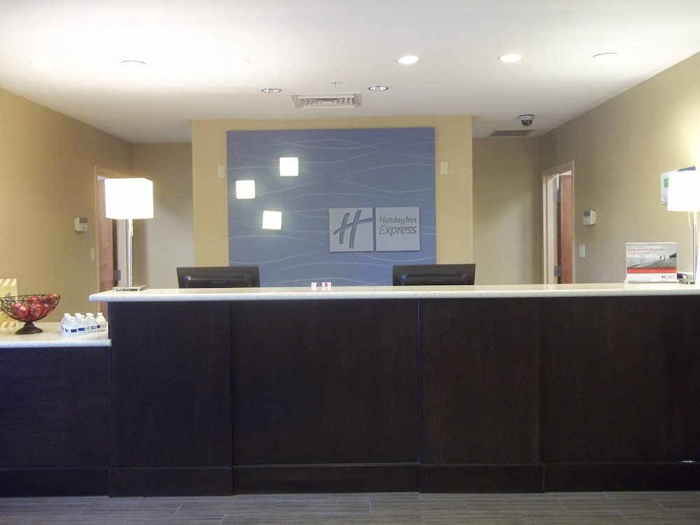 Lobby, Holiday Inn Express Hotel & Suites Winchester
