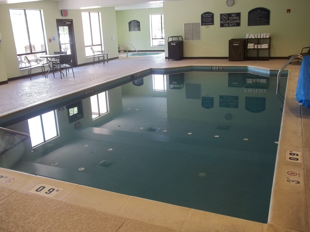 Pool, Holiday Inn Express Hotel & Suites Winchester