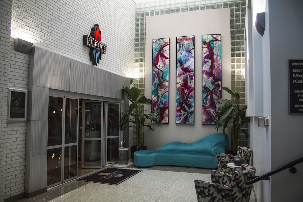 Lobby Sitting Area, Oasis Hotel & Conv. Center, Ascend Hotel Collection