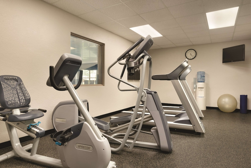 Fitness Facility, Country Inn & Suites by Radisson, Coralville, IA