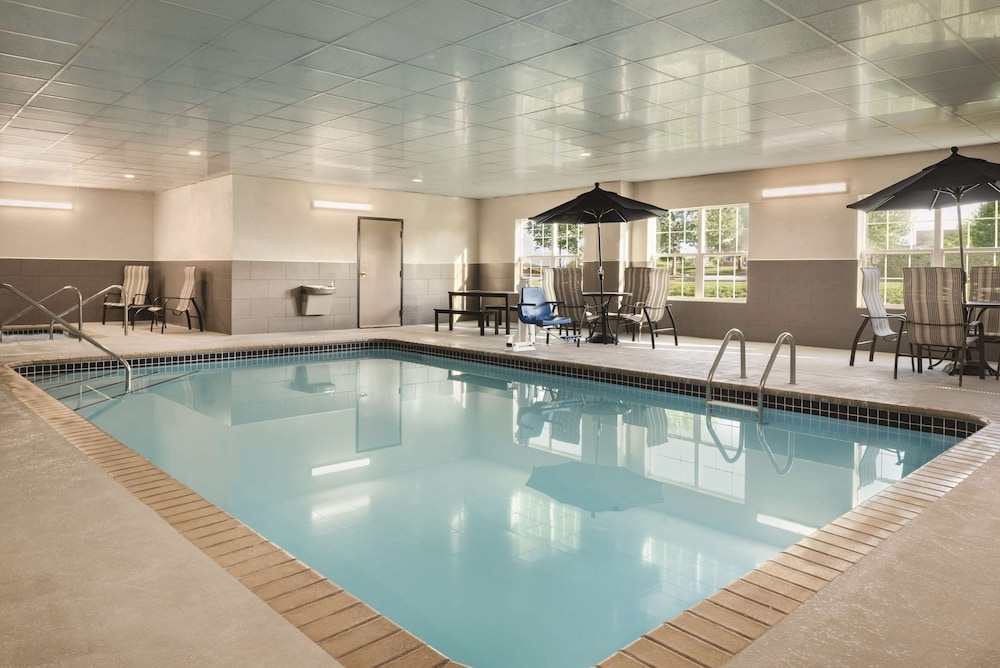 Indoor Pool, Country Inn & Suites by Radisson, Coralville, IA
