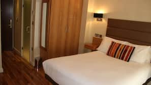 Egyptian cotton sheets, in-room safe, desk, blackout curtains