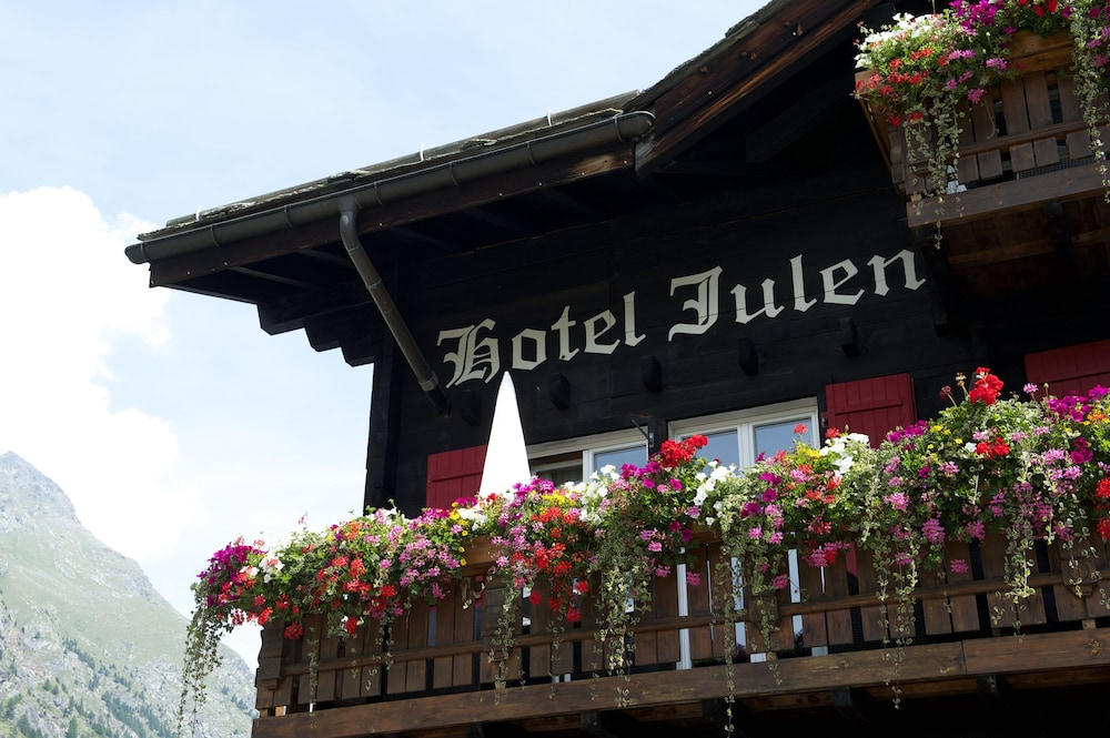 Front of Property, Tradition Julen Hotel