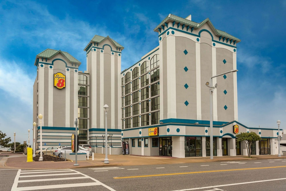 Super 8 By Wyndham Virginia Beach Oceanfront In Norfolk Hotel Rates Reviews On Orbitz