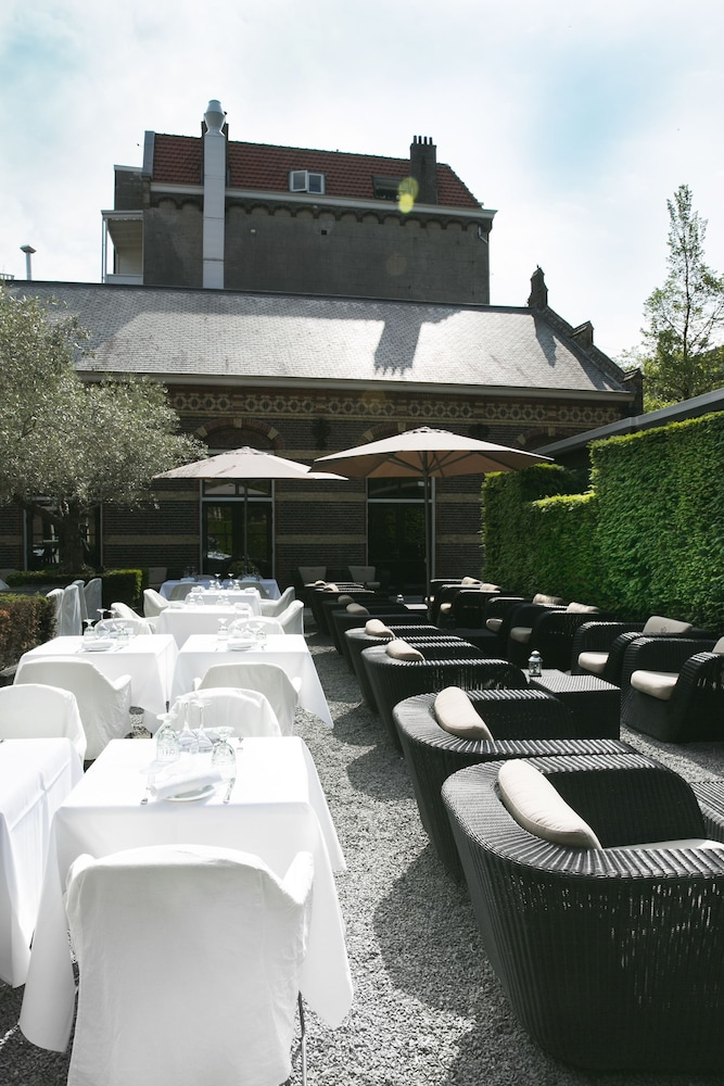 Outdoor Dining, The College Hotel