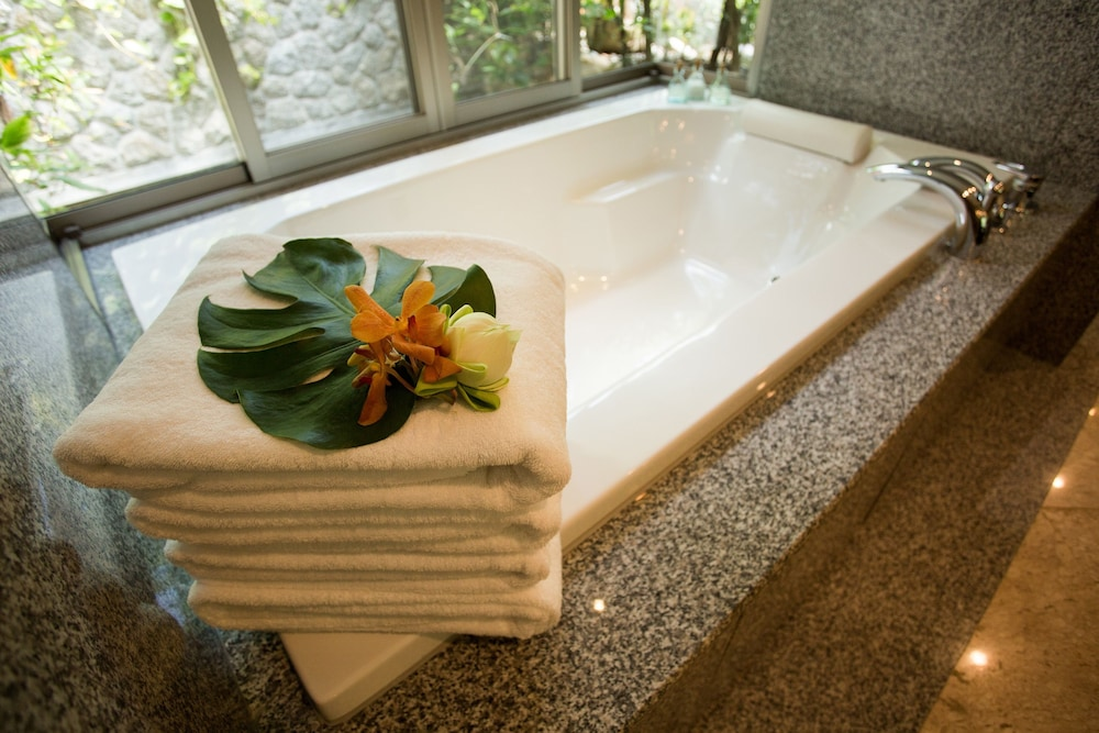 Deep Soaking Bathtub, Trisara Villas & Residences Phuket