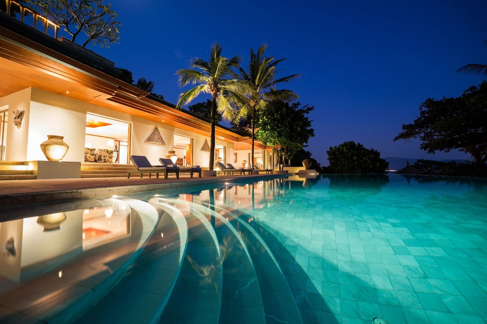 Seven Bedroom Ocean Front Residence - Outdoor Pool