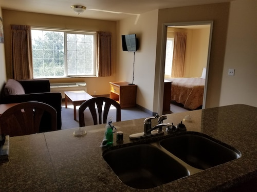 Great Place to stay Grand View Inn & Suites near Wasilla