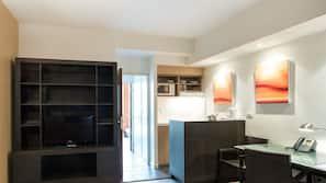 Réfrigérateur, micro-ondes, cafetière/bouilloire