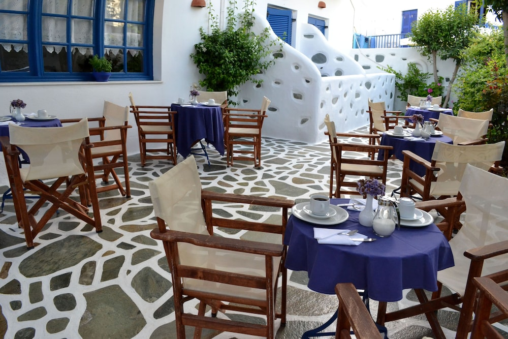 Outdoor Dining, Dilion Hotel