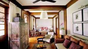 Minibar, värdeförvaringsskåp på rummet och individuell inredning