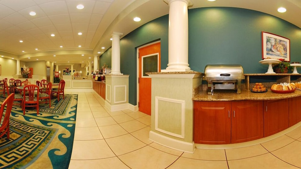 Breakfast Area, Comfort Suites Ocean City