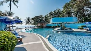 2 outdoor pools