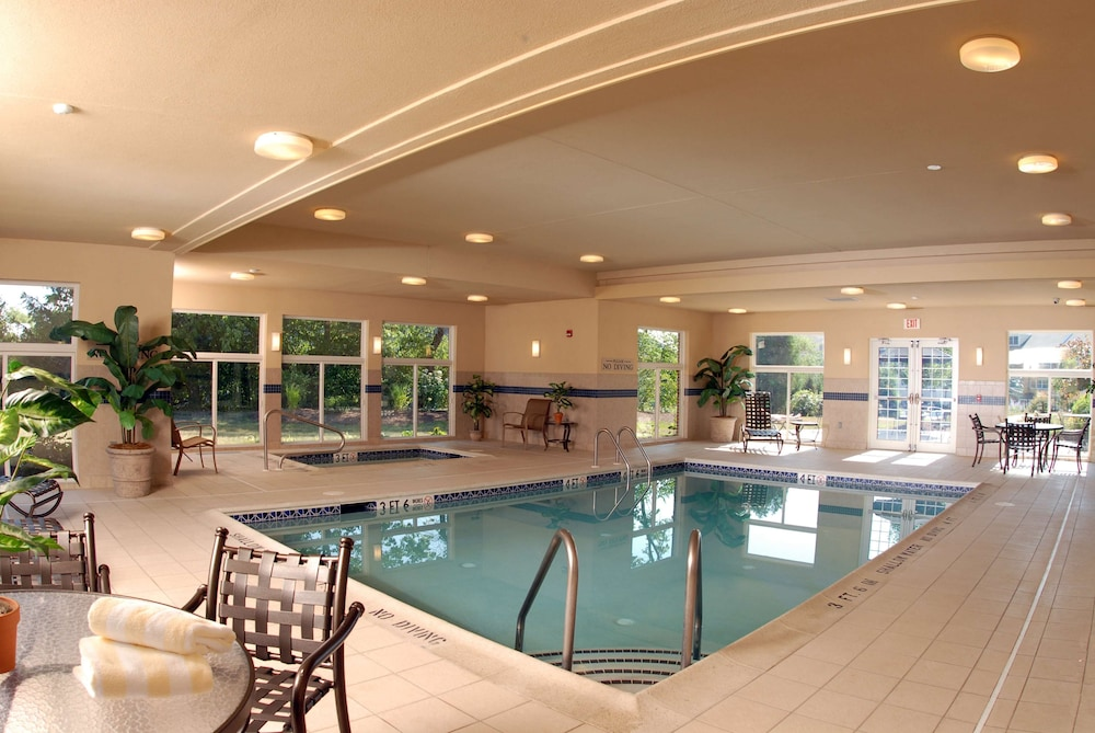 Indoor Pool, Country Inn & Suites by Radisson, Lewisburg, PA