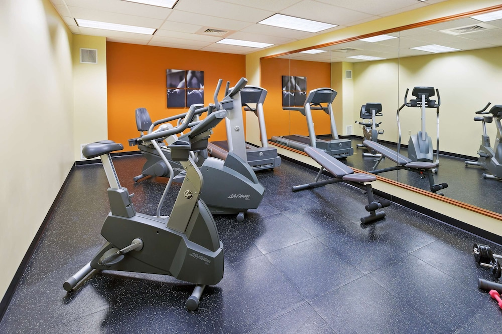 Fitness Facility, Country Inn & Suites by Radisson, Lewisburg, PA