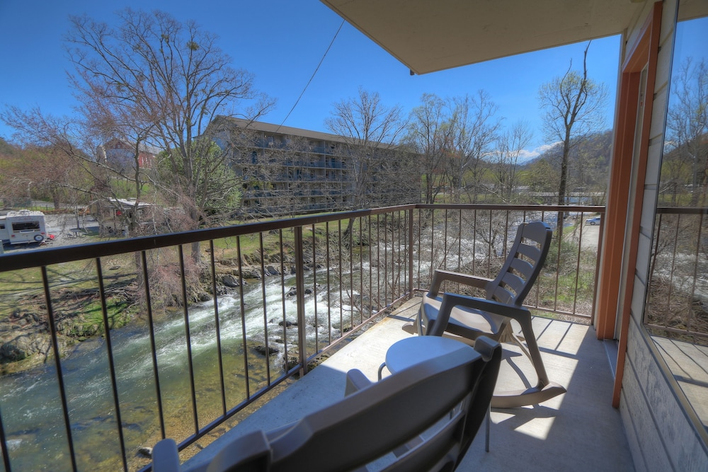 Balcony, Creekstone Inn