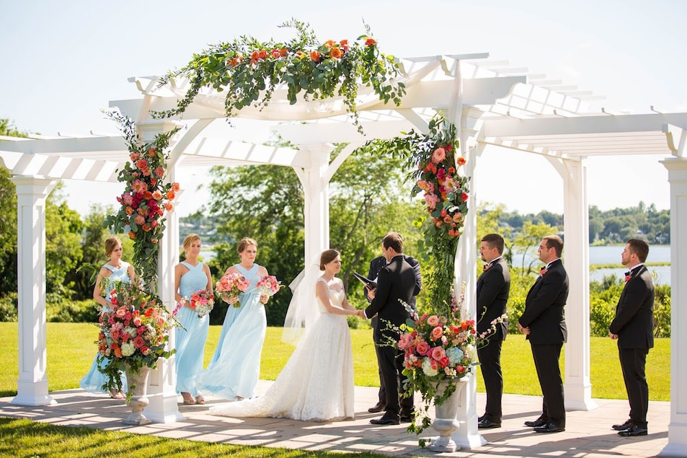 Outdoor Wedding Area, Wyndham Newport Hotel