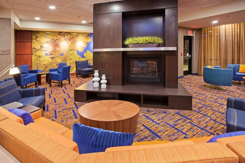 Lobby, Courtyard by Marriott Louisville Northeast